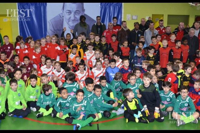 la-journee-a-mobilise-de-nombreux-jeunes-footballeurs-1486393794